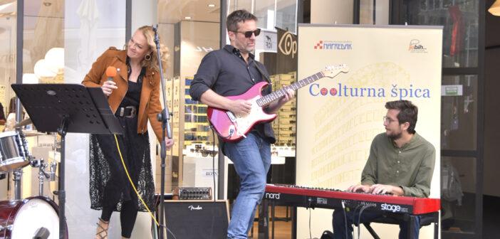 Energična, vokalno besprijekorna i rasplesana Daria Hodnik & prijatelji oduševili zagrebačku publiku na jesenskoj Coolturnoj špici